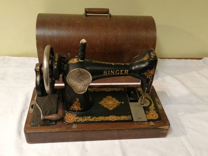 Singer 128K - Sewing machine with wooden dust cover, 1938 - Wood, Metal