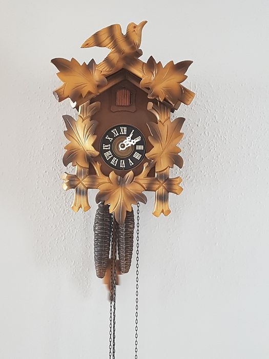 Cuckoo clock Regula 1973. - Regula. - Wood / nut color - 1973