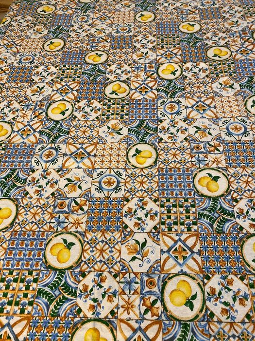 m 2.8 x 2.7 Amalfi tile fabric with lemons - Romantic - shades of blue and gold - 1975-2000