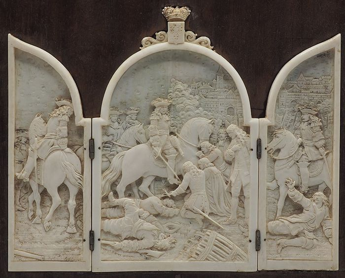 Triptych, Here proposed depict episodes from the life of Louis XIV - Ivory - mid 19th century