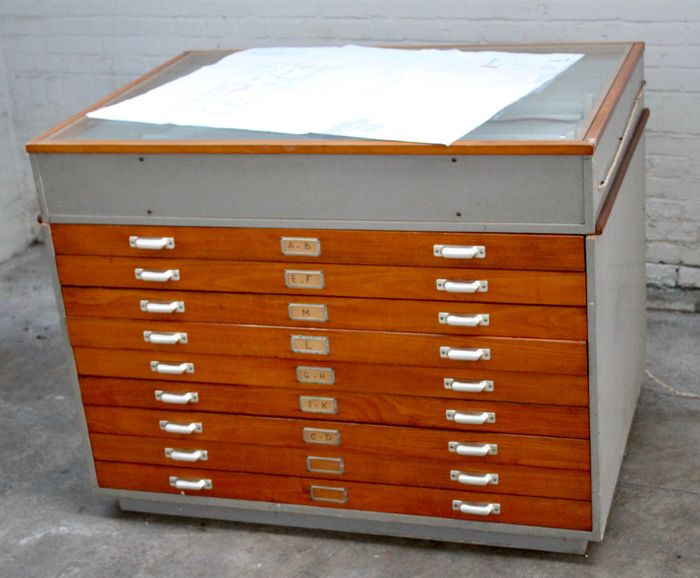 Fabrikant onbekend - Paper cabinet (a1) - Chest of drawers with light box