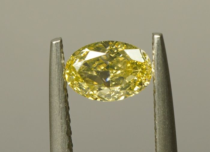 1 pcs Diamond - 0.50 ct - OVAL MODIFIED BRILLIANT  - fancy yellow - SI - No Reserve
