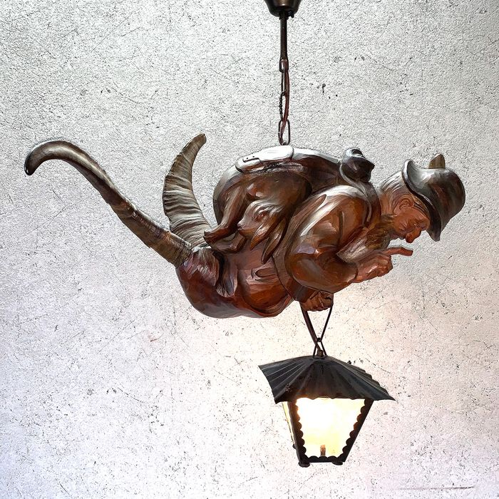 'Lüstermännchen' - Schwarzwalder hanging lamp made of walnut and horn - Wood - Early 20th century