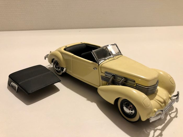 Franklin Mint, 1937 Cord 812 Phaeton convertible, très rare. Limited Edition a 1000 pièces - Modelauto - Metaal - Hout