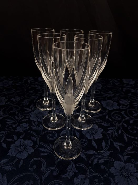 Wonderful service from 6 Flutes in the finest Crystal. (6) - Crystal
