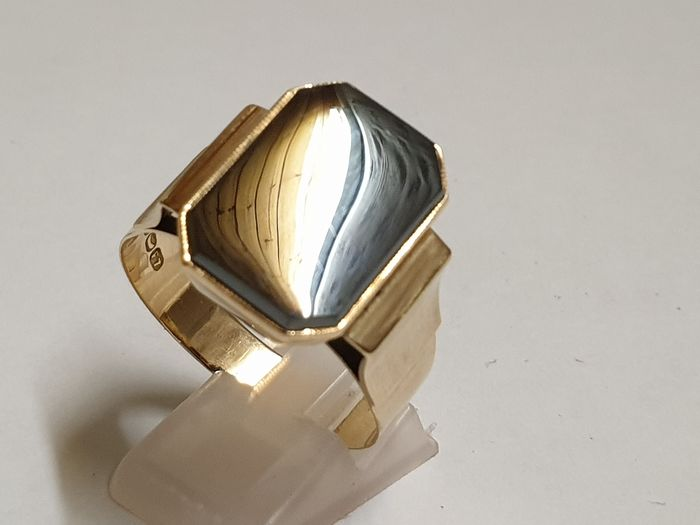 Mint condition 8.98 grams, big size - 14 kt. Yellow gold - Ring Hematite