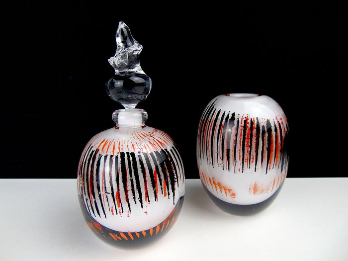 Maxence Parot  - Single set Vial and Vase Opaline White and enamel - Glass