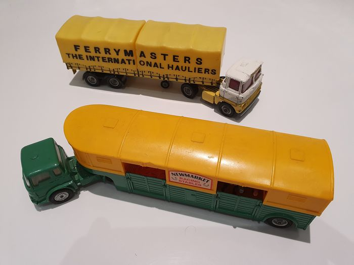 Corgi - 1:43 - Bedford tractor with Horse Box trailer - Scammell Tractor with trailer - Model 21101/59