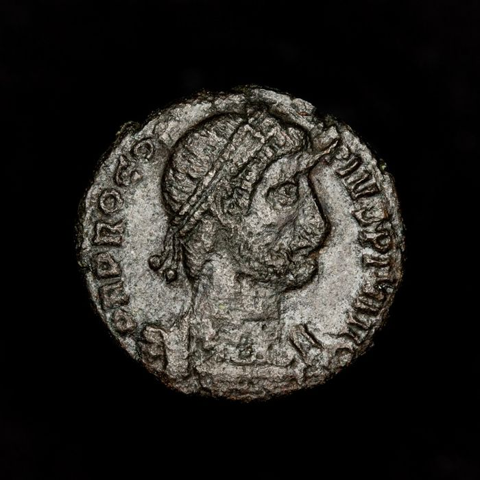 Empire romain - AE Follis - Procopius (365-366 A.D.) - REPARATIO FEL TEMP/ Emperor with labarum - Bronze