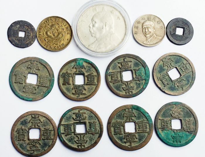 Chine - Collection of 13 Chinese coins, incl. - N. Song dynasty, 10 Cash 'Chong Ning Zhong Bao' / China, Republic, year 3, One Dollar (silver)