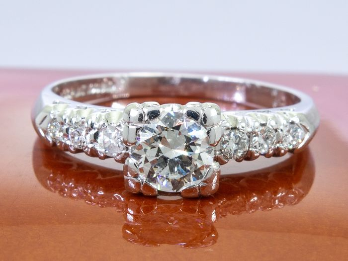 900 Platina - Diamond ring with 0.49 ct. old brilliant cut center. - 0.58Ct total.