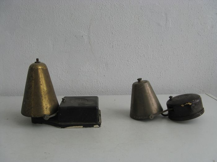 Two antique electric doorbells from the 50s - bakelite, brass, metal