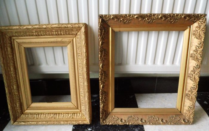 Gold-colored picture frames (2) - Wood - Approx. 1900