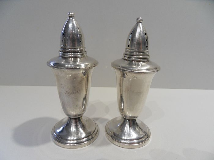 Nice pair of salt and pepper (2) - .925 silver - Crown - North America - mid 20th century