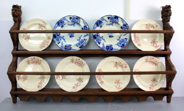 Wooden plate rack with eight antique plates - Earthenware, Porcelain