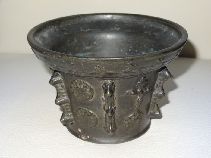 apothecary object Bronze mortar