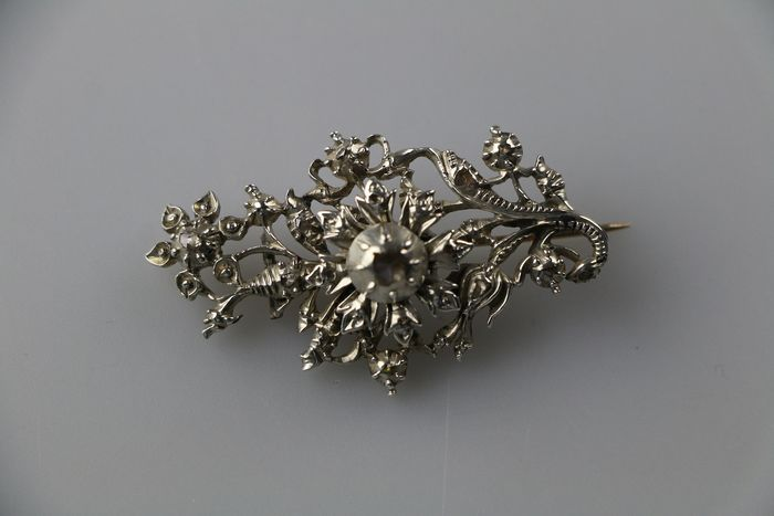 835 silver - gold with silver brooch set with rose cut diamonds