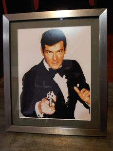 James Bond 007 - Live and Let Die - Roger Moore - Framed, with Coa  - Autograf, Foto