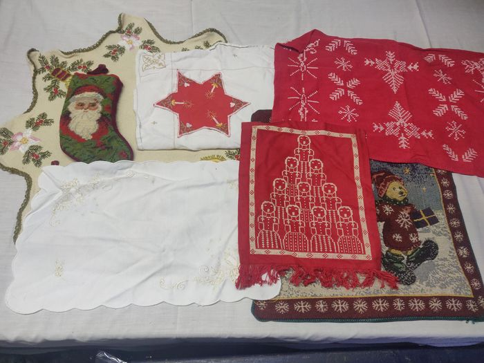 embroidered Christmas items (8) - Textiles