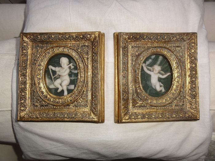 2 beautiful frames with cut-out figures from Italy (2) - wood, stone - Second half 19th century