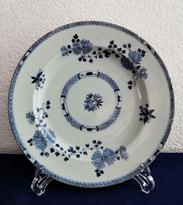 Shallow dish - Blue and white - Porcelain - China - 18th century