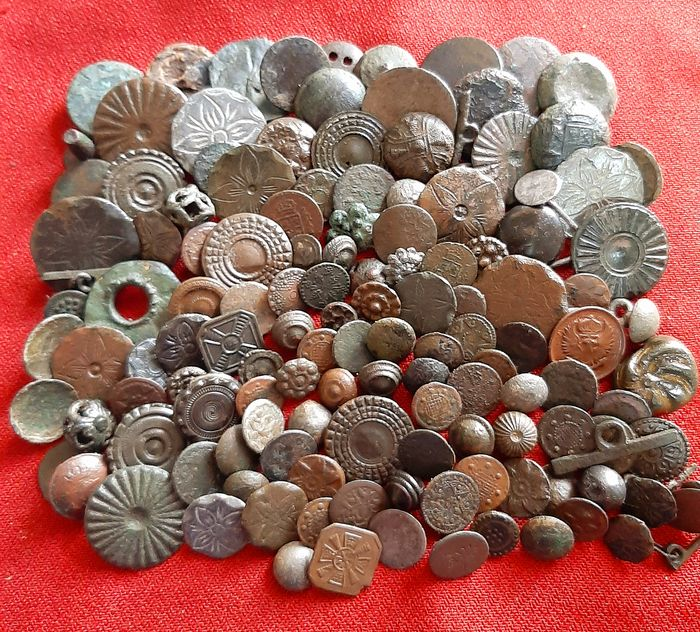 Large group of medieval buttons - great diversity- (130) - Bronze, Copper, Silver