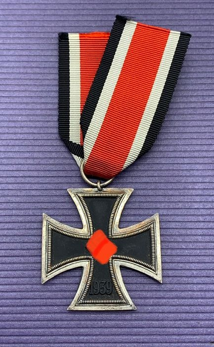 Germany - Iron Cross 2nd Class 1939 at the band section (manufacturer 75)