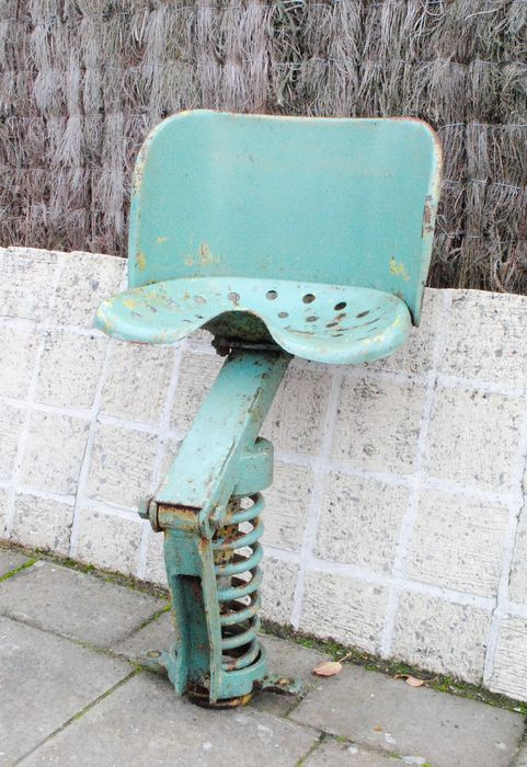Old tractor saddle with chassis
