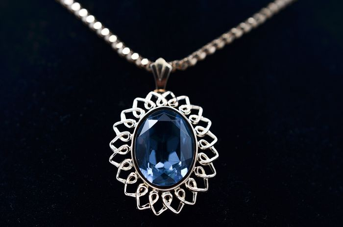 18 kt. Yellow gold - Necklace with pendant - 17.00 ct Topaz
