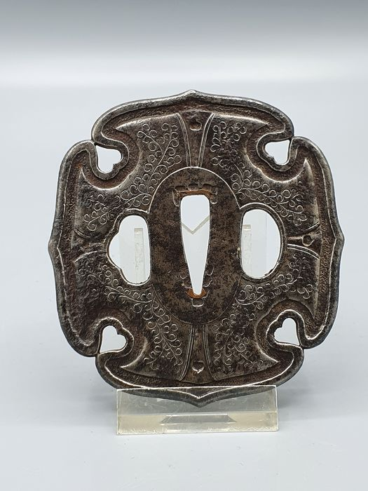 Scrolling Foliage Decor Iron Tsuba - Cast iron - Japan - 19th century (Edo period)