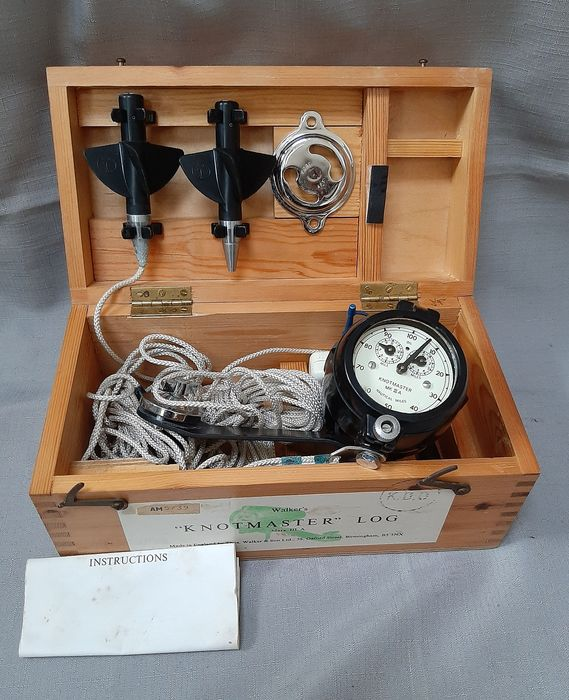 Ship's log Knotmaster MK III A - glass, stainless steel, wood - Second half 20th century