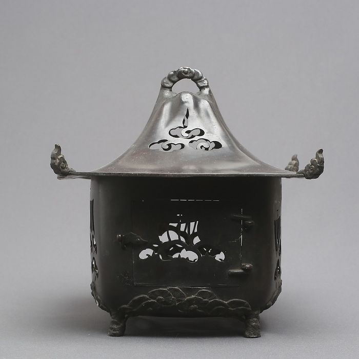 Lantern (1) - Metal (not analized)  - Japan - Early 20th C or Late 19th C