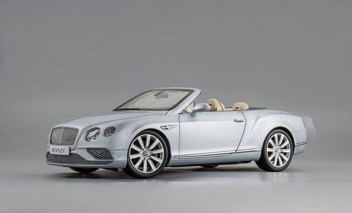 Paragon - 1:18 - Bentley Continental GT Convertible LHD 2016 - Silver frost