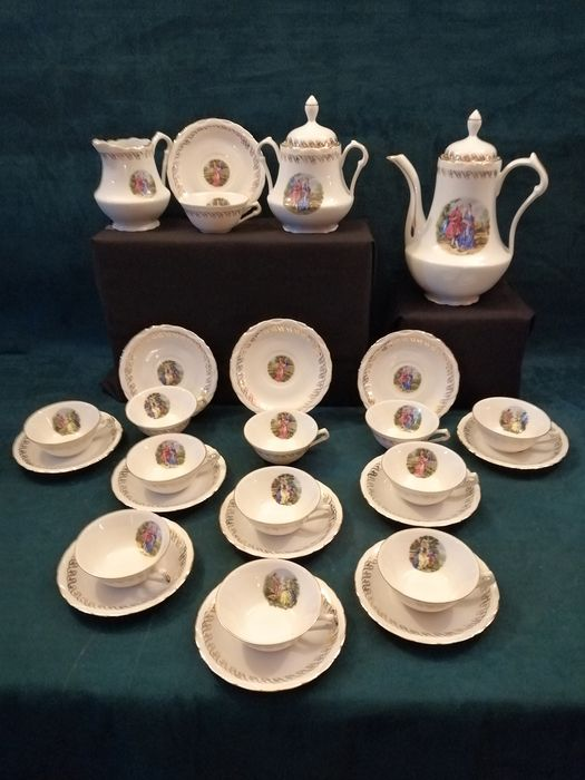 Signé Ouest porcelaine - Art & tradition - J.M. - Illustrations de scènes romantiques du XVIIIe - Coffee service - 12 people - Porcelain from FRANCE