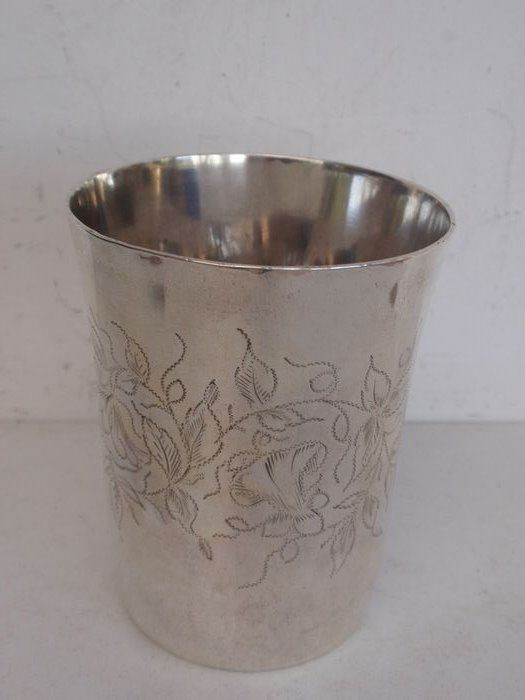 Silver wine cup with floral engraving - .950 silver - Paul Massat - France - 1877 - 1885