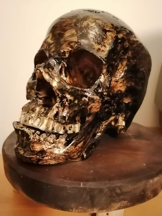 Reproduction Burned Head on wooden base - - - 30×20×30 cm