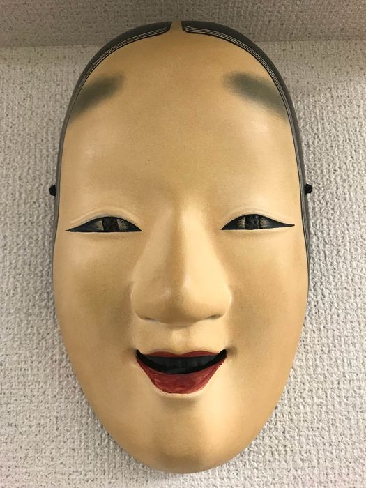 Noh mask - Natural solid wood, paint, lacquer - Mask of Ko-omote 小面 - Signed 'Ryuzaemon utsusu' 龍右衛門写 (Made by Ryuzaemon) - Japan - Late 20th century