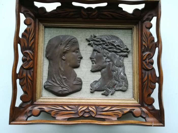 Bronze profile relief frame - Bronze wood