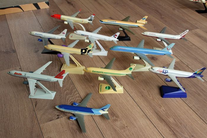 Collection, Eleven Airliner Plastic Models in scale 1/180-1/200-1/250 with boxes - Plastic