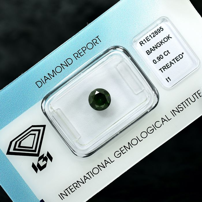Diamant - 0.90 ct - Briljant - Fancy Deep Green - I1 - NO RESERVE PRICE