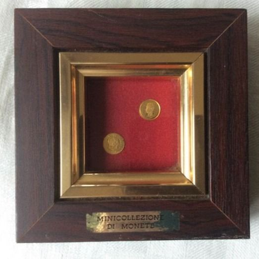 the smallest gold coins in the world - .333 (8 kt) gold, Velvet, Wood