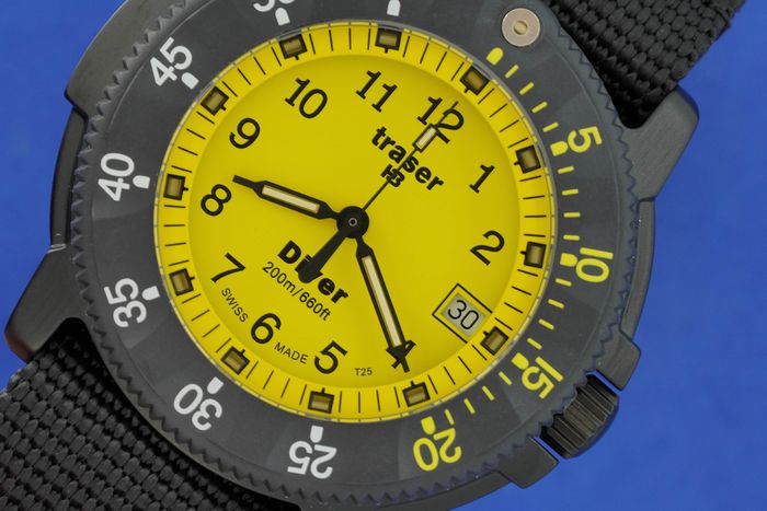 Traser - H3 Diver Yellow Carbon Bezel with Black NATO Strap Swiss Made - 100217  - Unisexe - BRAND NEW