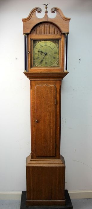 English grandfather clock with tympanum-shaped hood - Will Warin Thirsk - Wood, Oak - about 1800