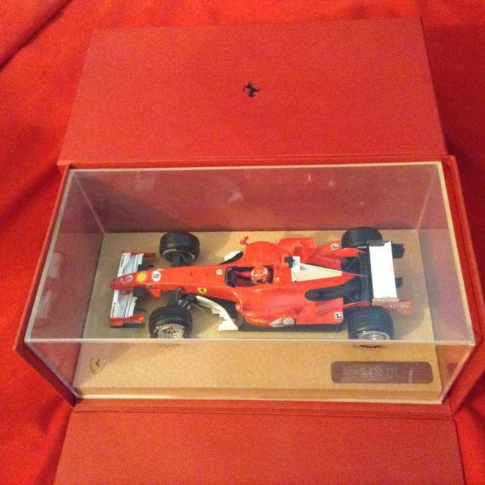 "Hot Wheels Special Edition - 1:18 - Ferrari 248 F.1 2006 - Michael Schumacher Runner Up - special Schedoni Leather base - het zogenaamde ""President's Model"" - alleen gegeven aan VIP Journalist"