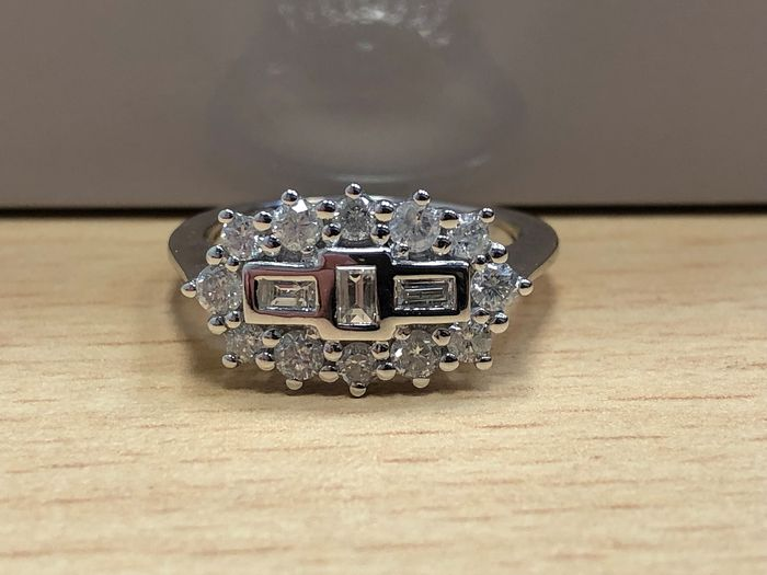 18 kt. White gold - Ring - 0.75 ct Diamond