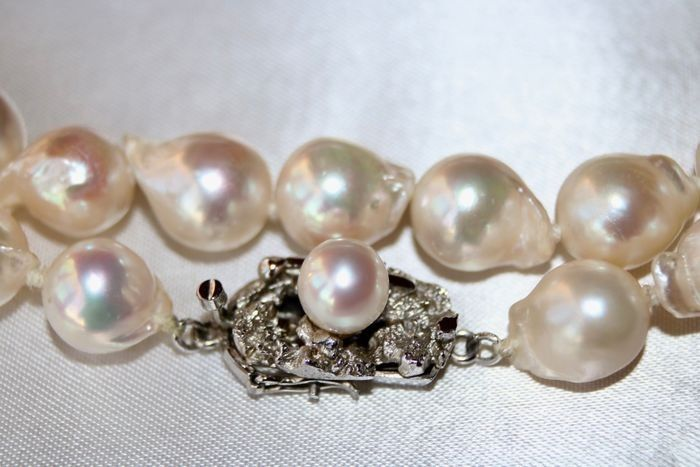 Akoya Baroque peals - Necklace Japanese sea/salty pearls 8.6 x 11m - excellent shiny pearls