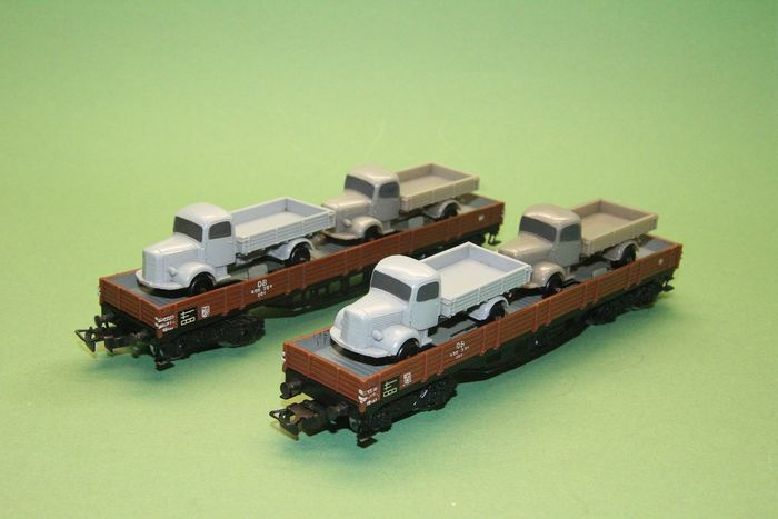 Märklin 00, H0 - 391/2 (4515.1) - Freight carriage - 2x flat box truck with Mercedes 3500 loaded