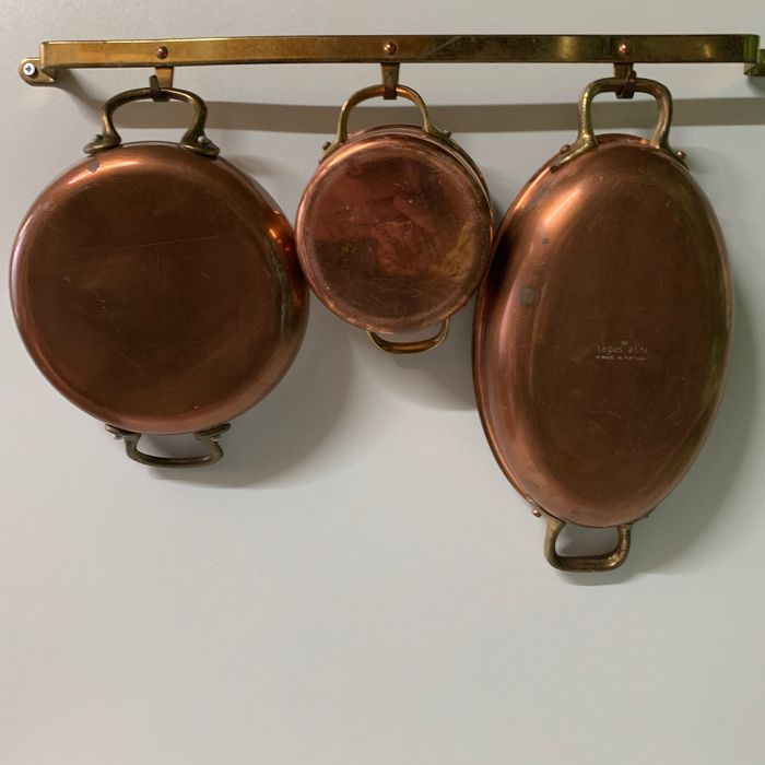 Tagus Elite - Set of 3 copper pans on a brass rack