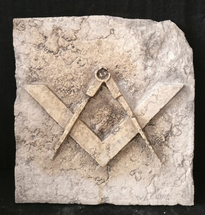 Detail Masonic Tile - Square and compass - 28 cm x 29 cm - Marble of Istria