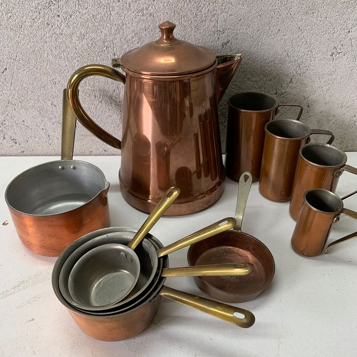 Tagus - Chocolate jug, pans and measuring cups